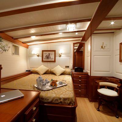 Elena Yacht Master Stateroom - Bed