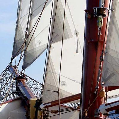 Adornate Yacht Mast