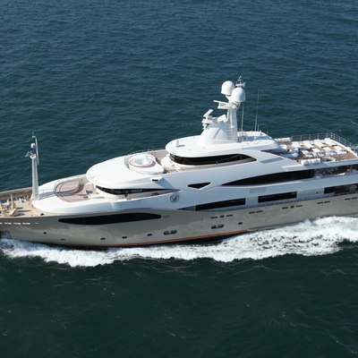 Light Holic Yacht Running Shot - Profile