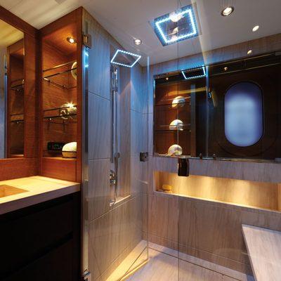 Zaliv III Yacht Guest Bathroom