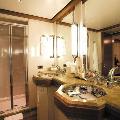 Lazy Z Yacht Guest Bathroom