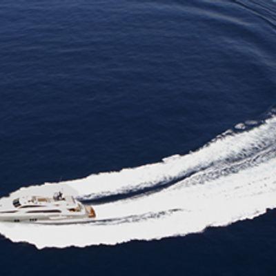 Dragon Yacht Running Shot - Turn