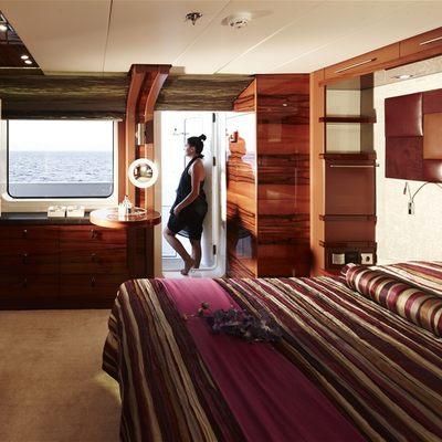 E & E Yacht Guest Stateroom - Purple