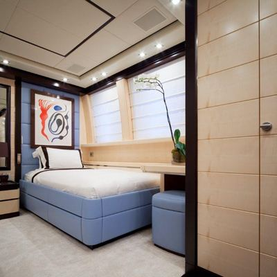 Lisa IV Yacht Blue Twin Stateroom - Side