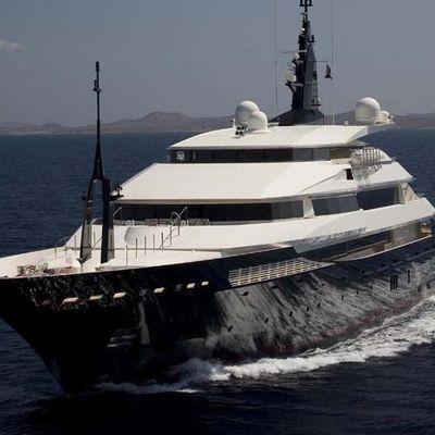Alfa Nero Yacht Running Shot - Overview