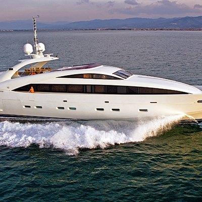 Matsu Yacht Running Shot