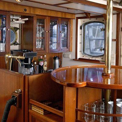 Astrid Yacht Bar