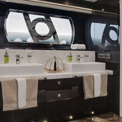 Diamond Seas Yacht