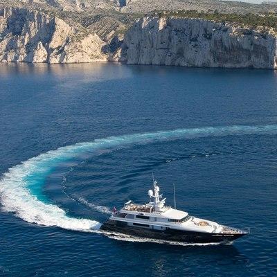 Mariu Yacht Turning