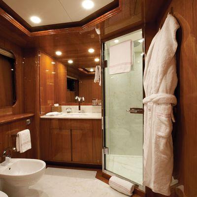 Baron Trenck Yacht Guest bathroom