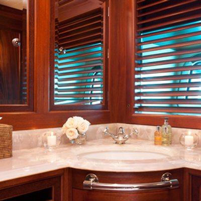 Tiara Yacht Guest bathroom