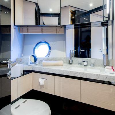 Invictus Yacht