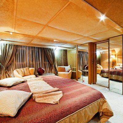 Vela Yacht Master Stateroom