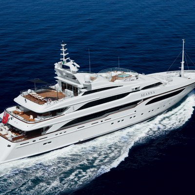 Seanna Yacht Running Shot - Rear View