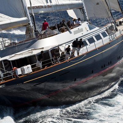 Andromeda la Dea Yacht Running