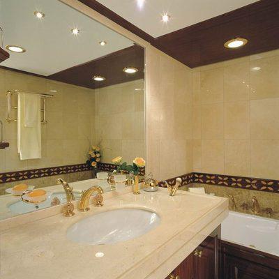 Jasmine Yacht Bathroom