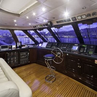 Superfun Yacht Pilothouse