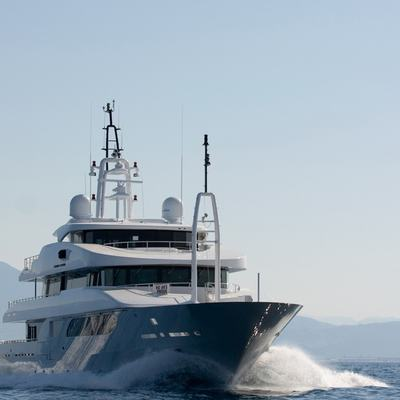 Rarity Yacht Running Shot - Front View