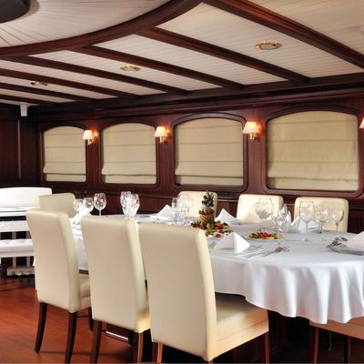 Aria I Yacht Dining Table