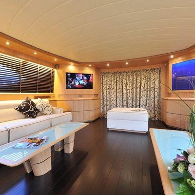 Paris A Yacht