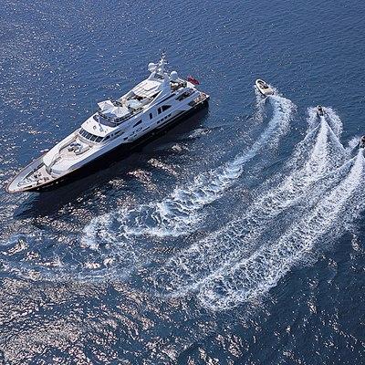 Jo Yacht Running Shot - Tenders