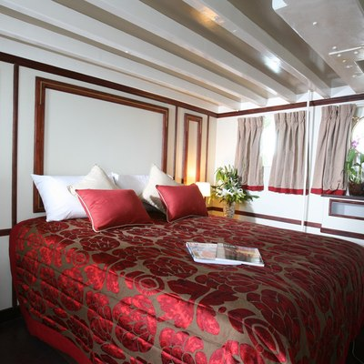 Calisto Yacht Red Guest Stateroom