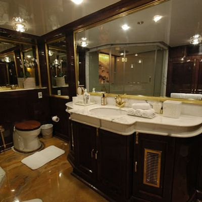 Kalizma Yacht Bathroom