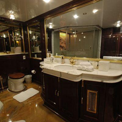 Kalizma Yacht Bathroom
