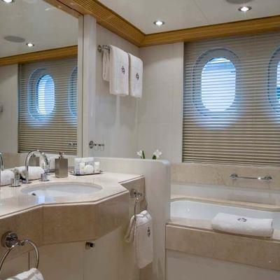 Mercury Yacht Guest Bathroom