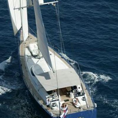 Mumu Yacht Running Shot - Rear View