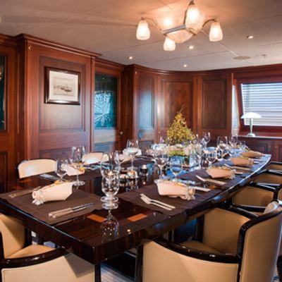 Tiara Yacht Indoor dining