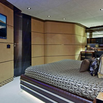 Seven S Yacht Stateroom - Bed