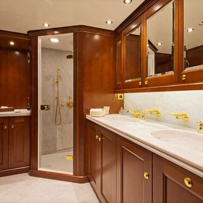 Axantha II Yacht VIP Bath
