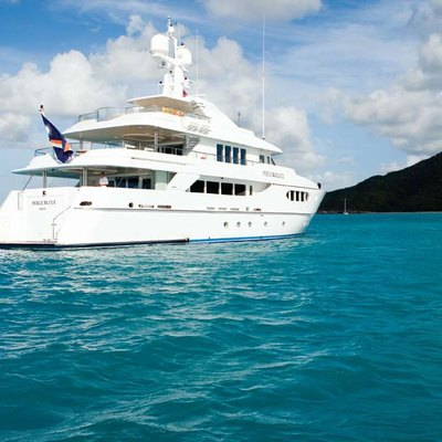 Perle Bleue Yacht Stern