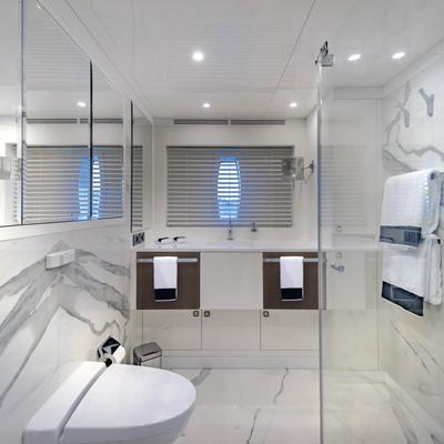 Liquid Sky Yacht VIP 2 Bathroom
