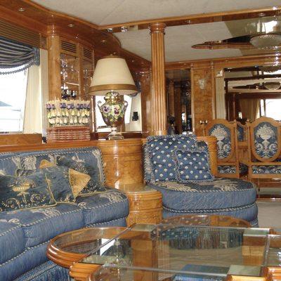 Virginia Mia Yacht