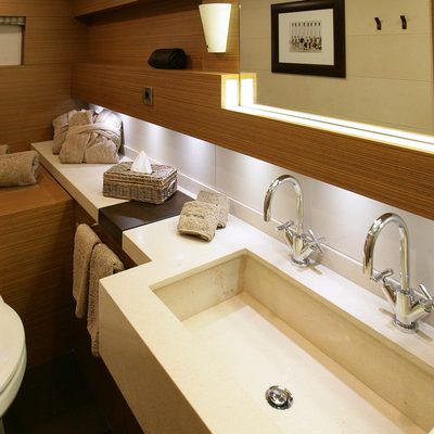 Namaste 8 Yacht Twin Bathroom