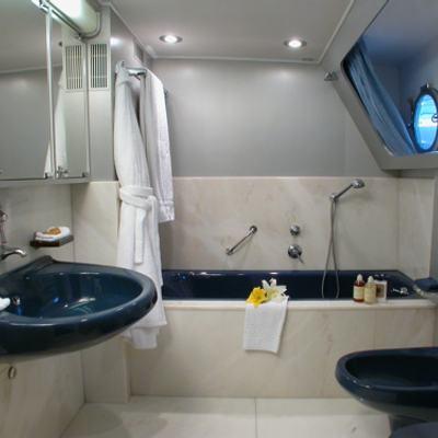 Ava Yacht Main Cabin Bathroom