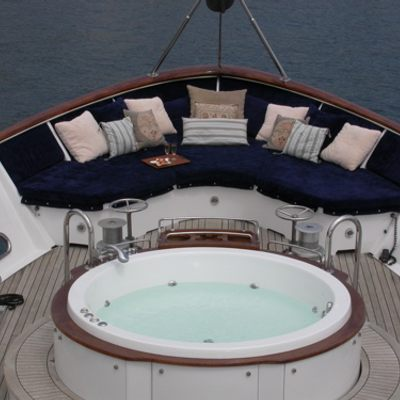 Ava Yacht Jacuzzi