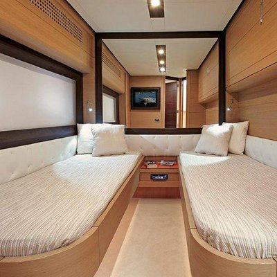T2 Yacht