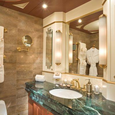 Queen D Yacht Twin Bathroom
