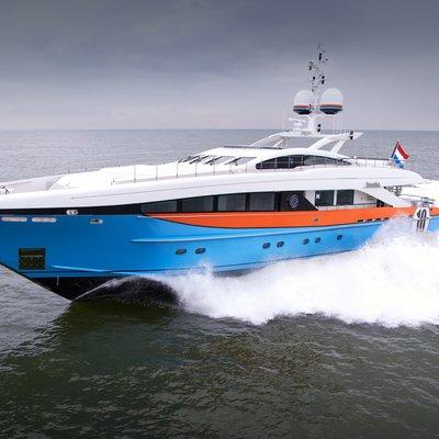 Aurelia Yacht Running Shot - Side View