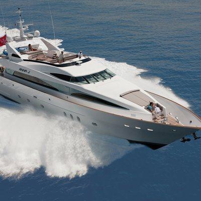 Strega Yacht Running Shot - Front