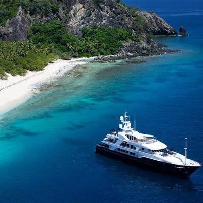 Bellami.Com Yacht At Anchor