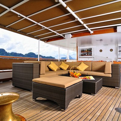 Calisto Bridge Deck Exterior Lounging