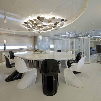 Light Holic Yacht Formal Dining Area