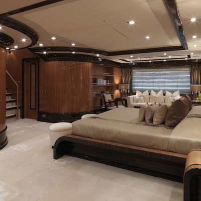Meamina Yacht Master Stateroom - Bed