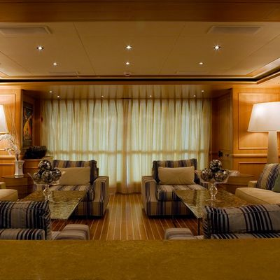 Hana Yacht Main Saloon - Overview