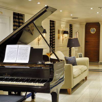 Christina O Yacht The Callas Lounge