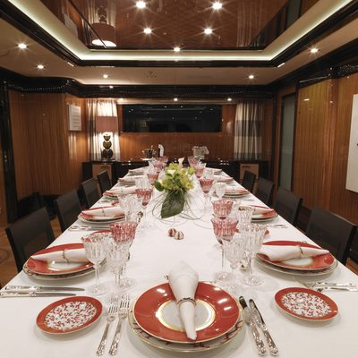 Meamina Yacht Table View